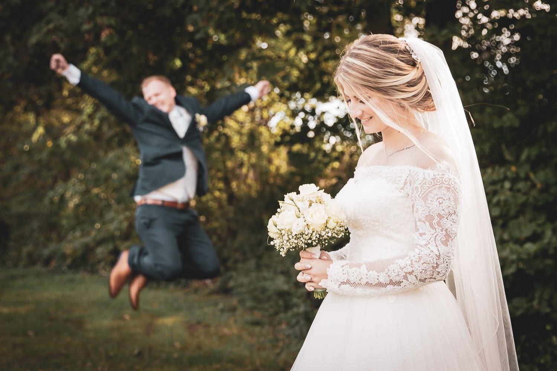 Hochzeitsfotograf Pfalz - Braut mit Strauß